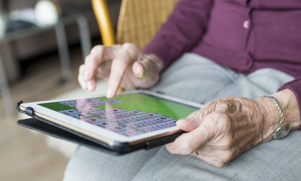 Conocer, concienciar, gestionar y prevenir la soledad de las personas mayores, claves para disminuir sus consecuencias negativas