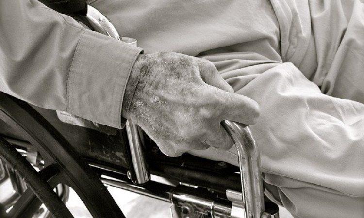 ¿Afectan las disparidades sociales al riesgo de muerte tras el inicio de la discapacidad?