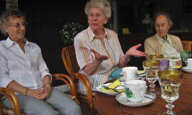 La sororidad como estrategia del buen envejecer: una reflexión desde la teoría feminista (1ª parte)